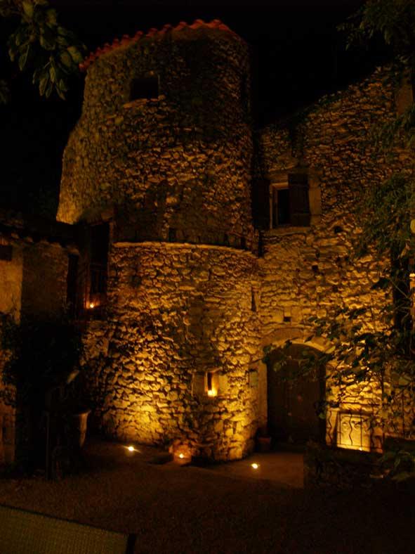 Fascade cour intérieure, de nuit - P1018099.jpg (591x788)